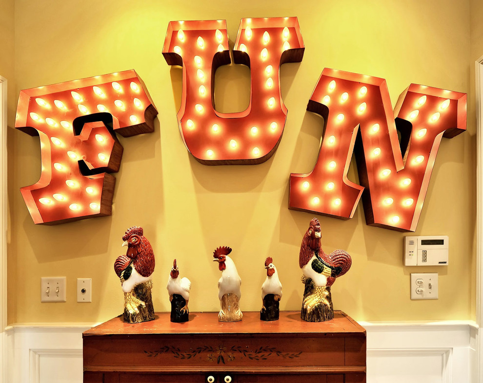 Роскошный буквенный декор стены в помещения