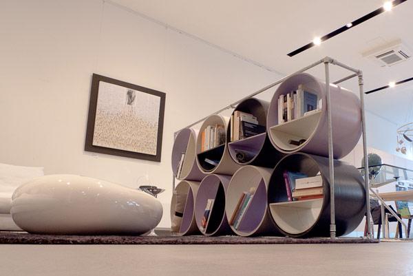Необычный стеллаж из картонных труб LIBRA