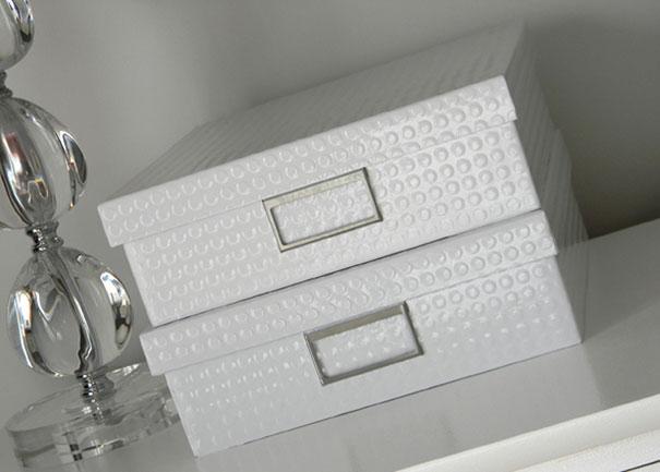 Белые коробки из картона