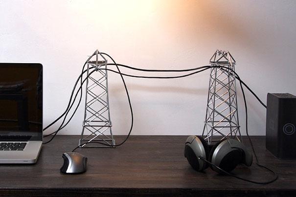 Хранения проводов на предметах декора из проволоки