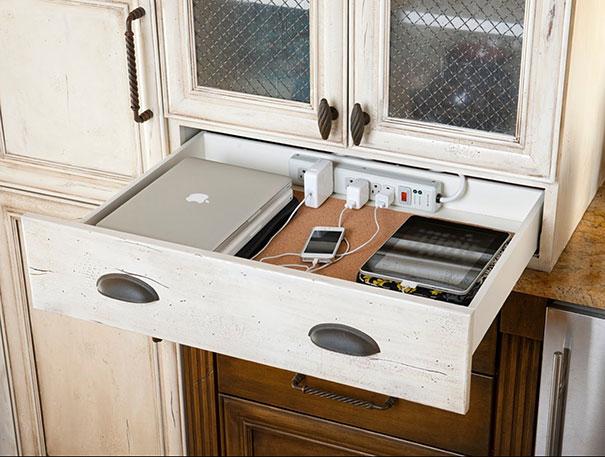 Выдвижной ящик с переноской для подзарядки