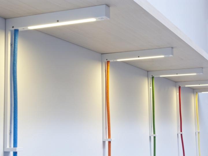 Красочные светильники Lightbracket от ALEXALLEN STUDIO для офисных помещений