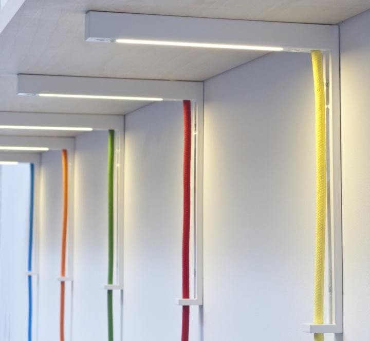 Уникальные светильники Lightbracket от ALEXALLEN STUDIO для офисных помещений