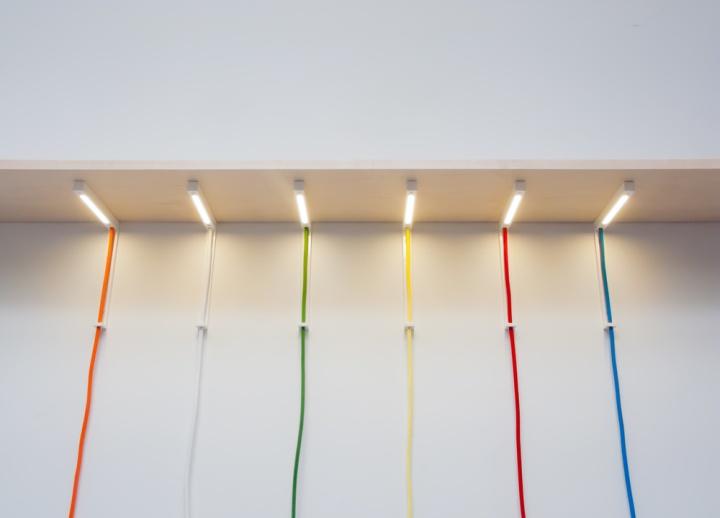 Необычные светильники Lightbracket от ALEXALLEN STUDIO для офисных помещений