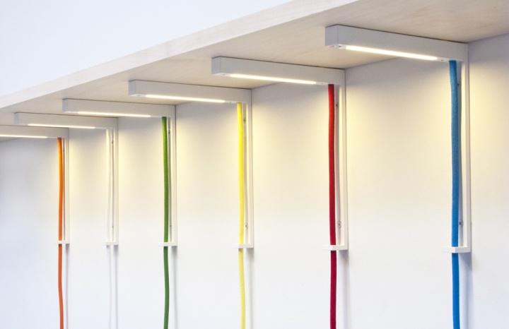 Промышленные светильники Lightbracket от ALEXALLEN STUDIO для офисных помещений