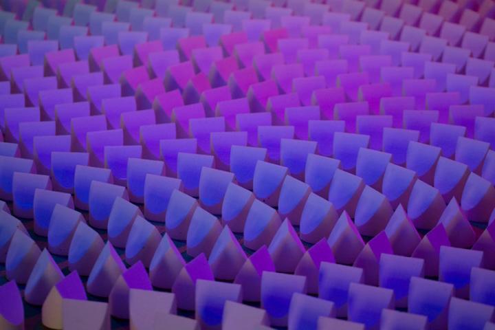 Фиолетовый оттенок освещения