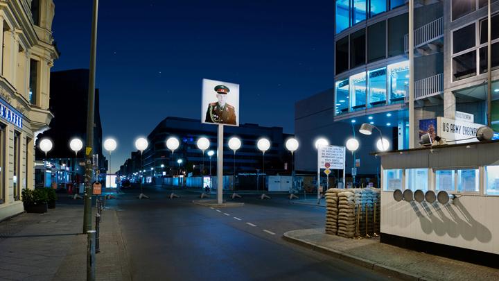 Осветительные установки по ночным улица Берлина