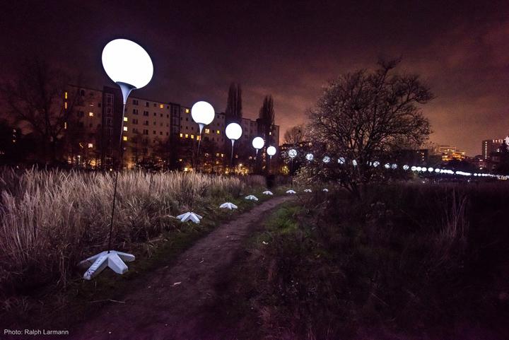 Осветительные установки по тропинке ведущей к центру города Берлин