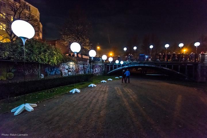 Осветительные установки около парка в Берлине
