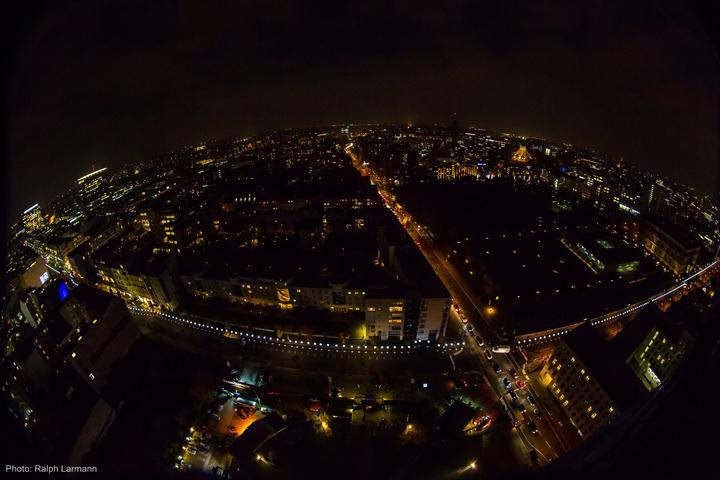 Весь город Берлин в осветительных установках