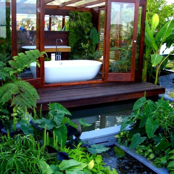 Ванная комната в гуще растений от James Wong и David Cubero