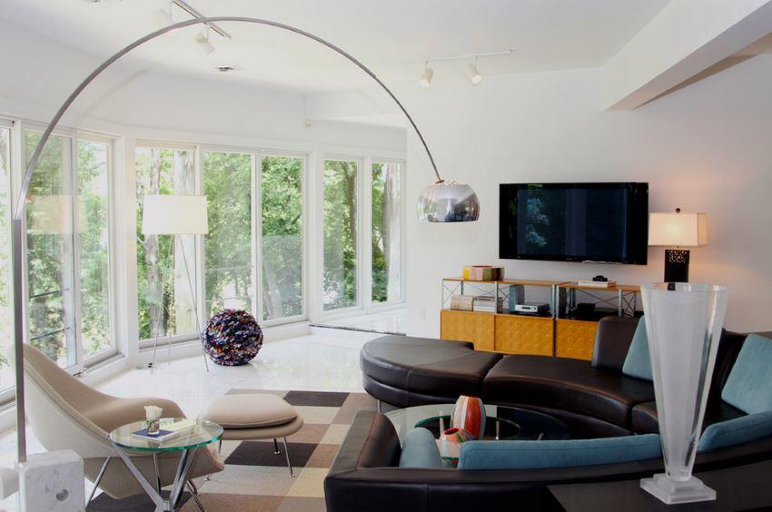 Изогнутые секции в современной гостиной