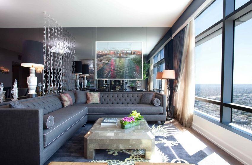 Стёганый секционный диван в резиденции Ritz Carlton