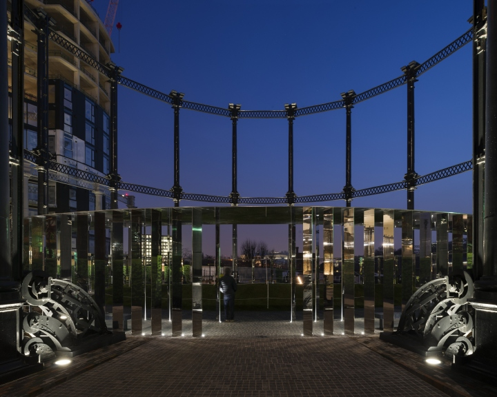 Выставка световых инсталляций в Gasholder Park