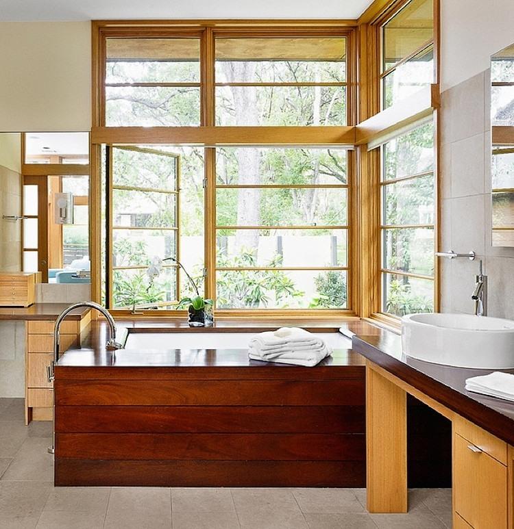Интерьер ванной, оформленной деревом