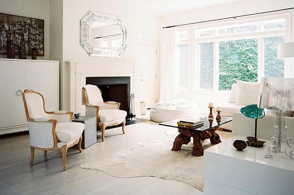Белые стены и стекло в гостиной