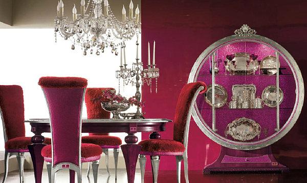 Рубиново-красная столовая комната