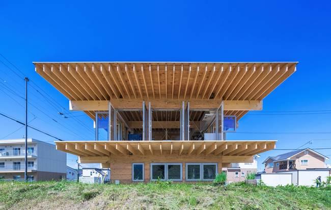 Маленький дом в японском стиле: выпирающий козырёк крыши