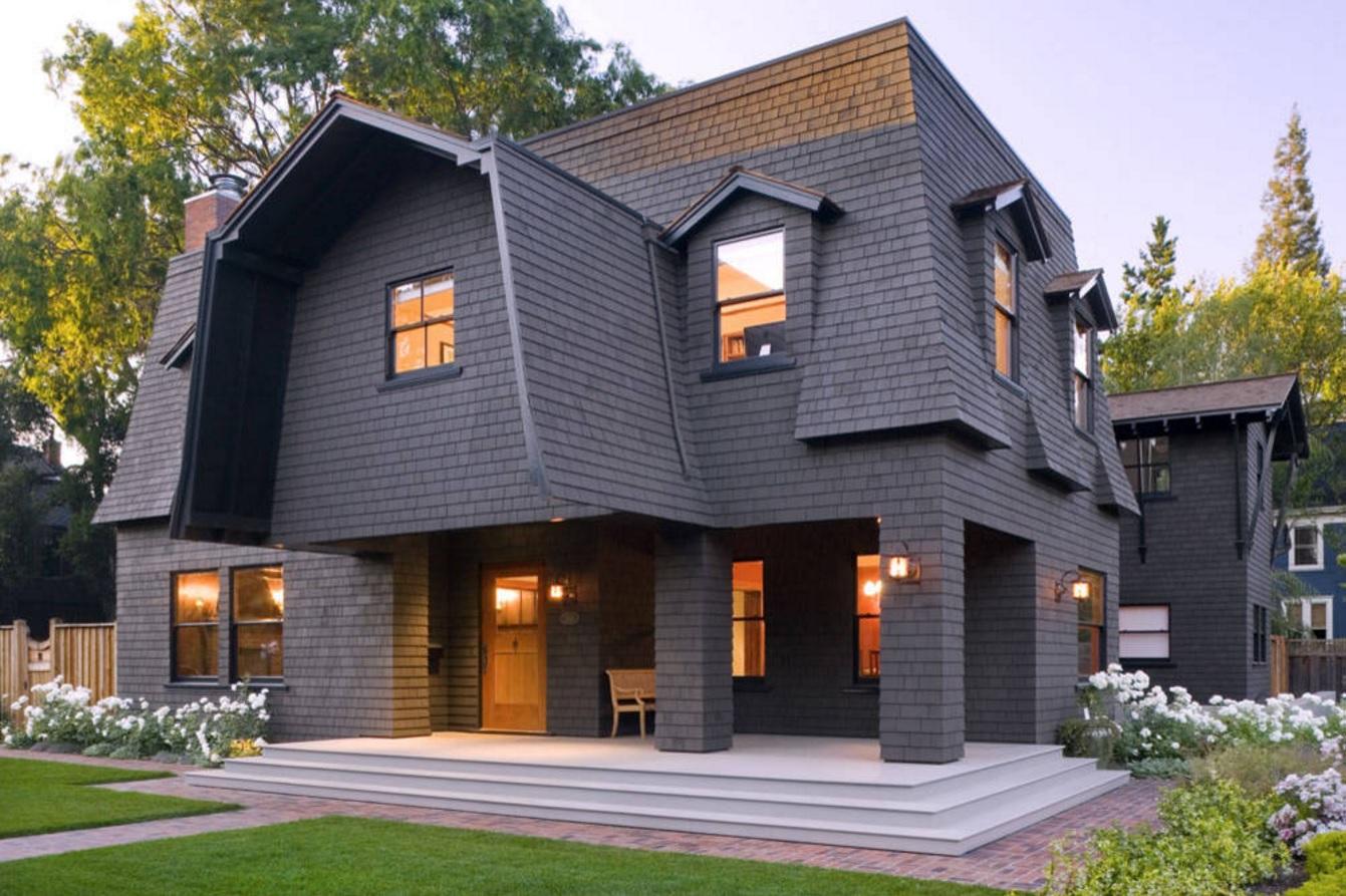 Мансардная крыша в сочетании с вальмовой крышей