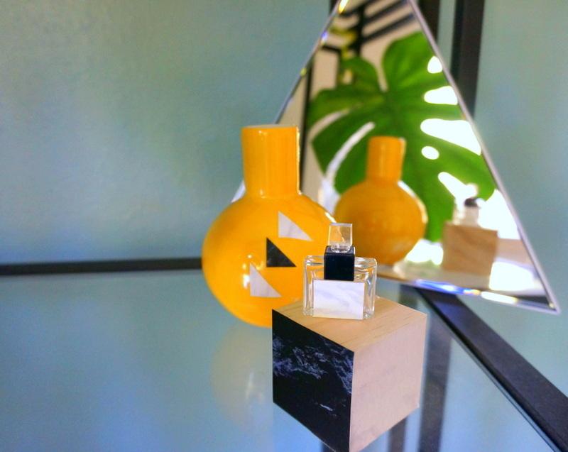 Ваза, флакончик парфюма и куб, декорированные контактной бумагой