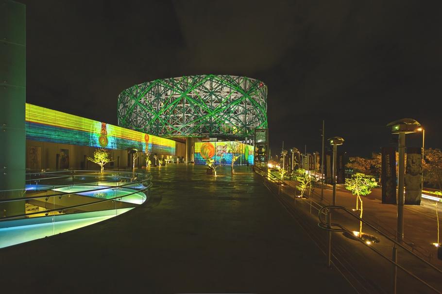 Хорошее освещение Gran Museo del Mundo Maya в Мексике