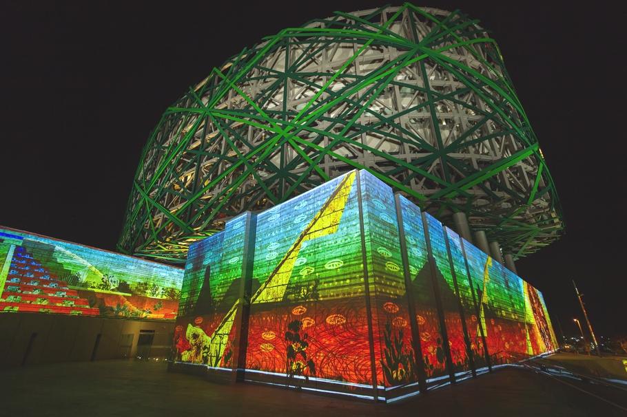 Восхитительное освещение Gran Museo del Mundo Maya в Мексике