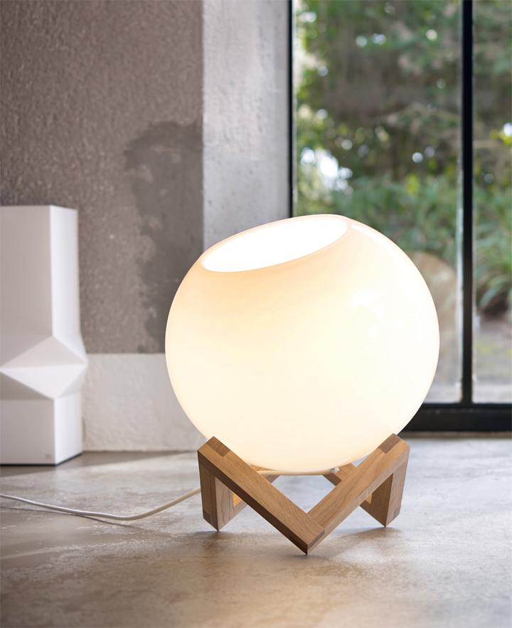 Шарообразный напольный светильник