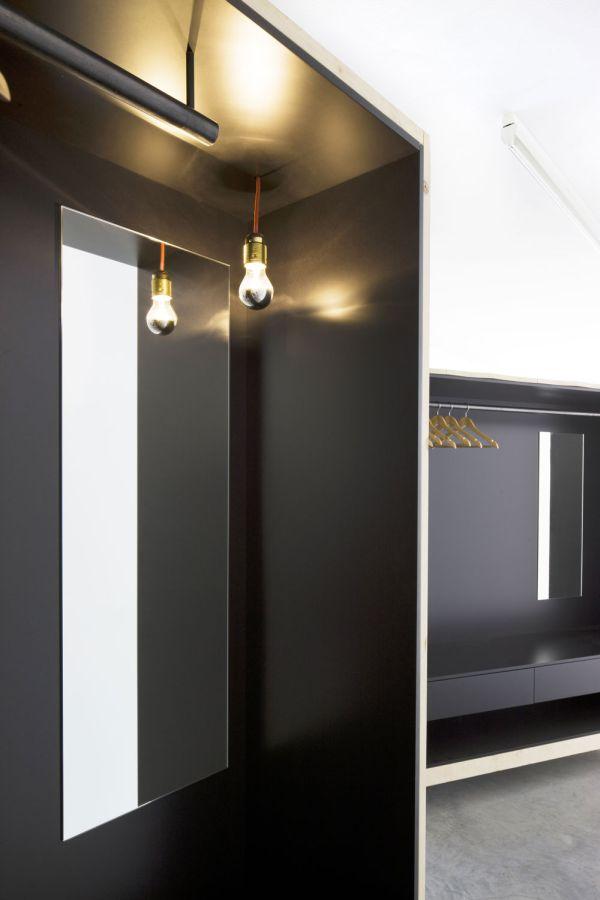Подвесная лампа в гардеробной от Harry Thaler для Museum of Modern and Contemporary Art