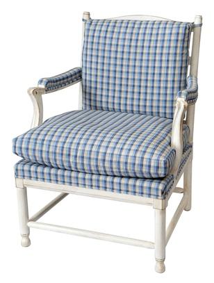 Простое креслице с клетчатой материей