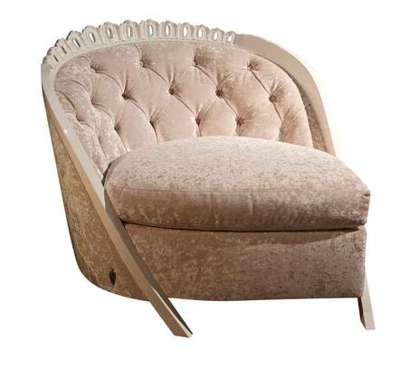Кресло с элегантной спинкой
