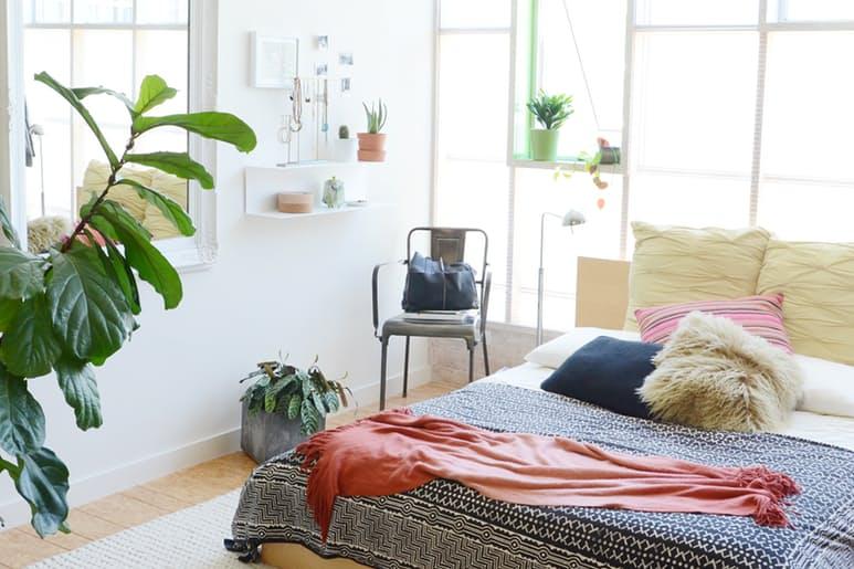 Мебель для мансарды в интерьере дома