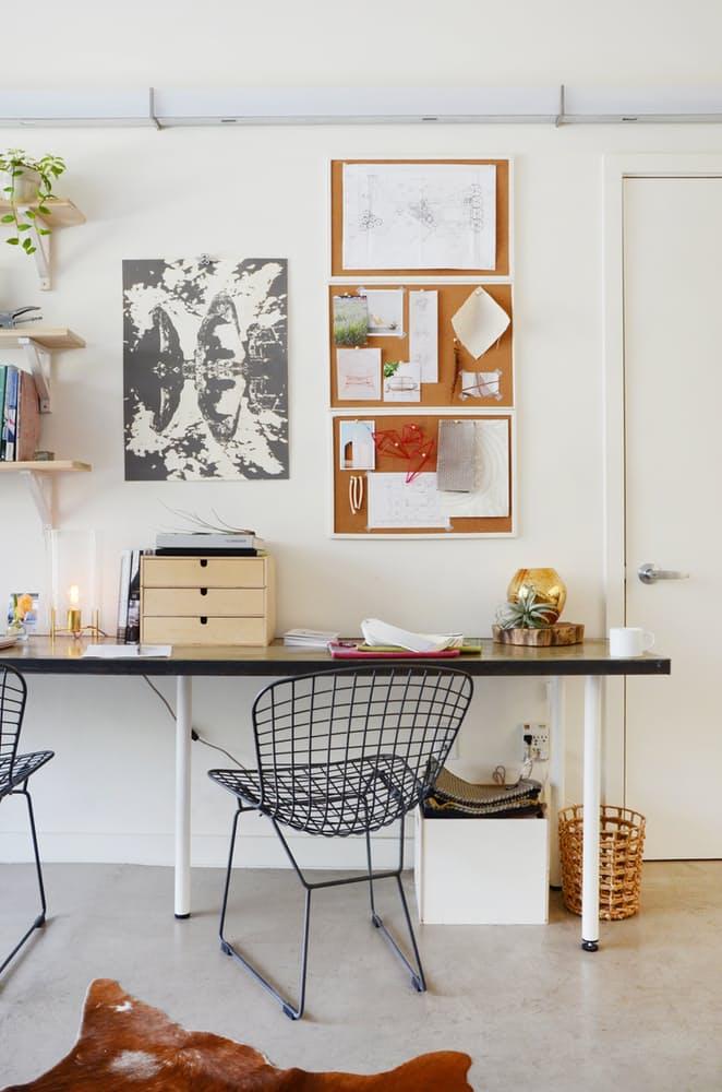 Мебель для мансарды: чёрные металлические кресла