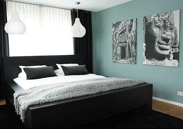 Яркая мебель для спальни в черном цвете