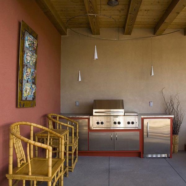 Прекрасные бамбуковые стулья и маленький столик