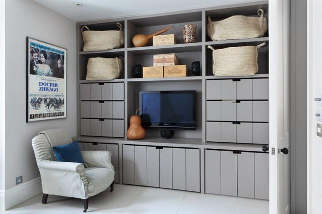 Открытый шкаф серого цвета