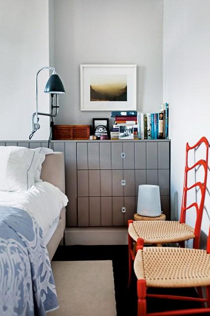 Маленький шкаф в спальне
