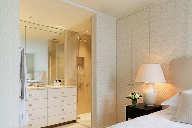 Спрятанные шкафы в спальне