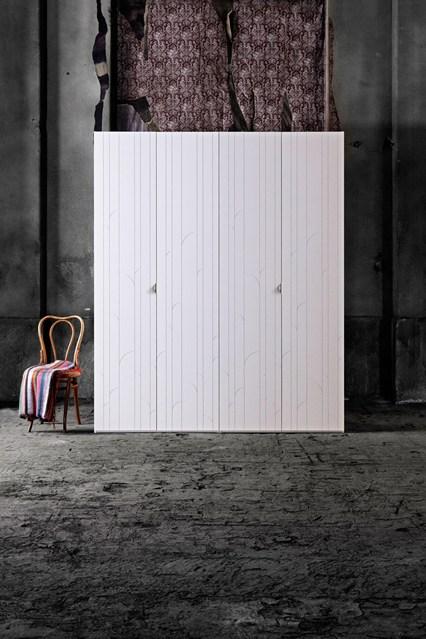 Белый шкаф в современном стиле