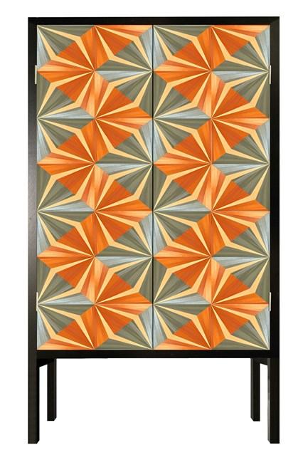 Геометрический рисунок на фасаде шкафа