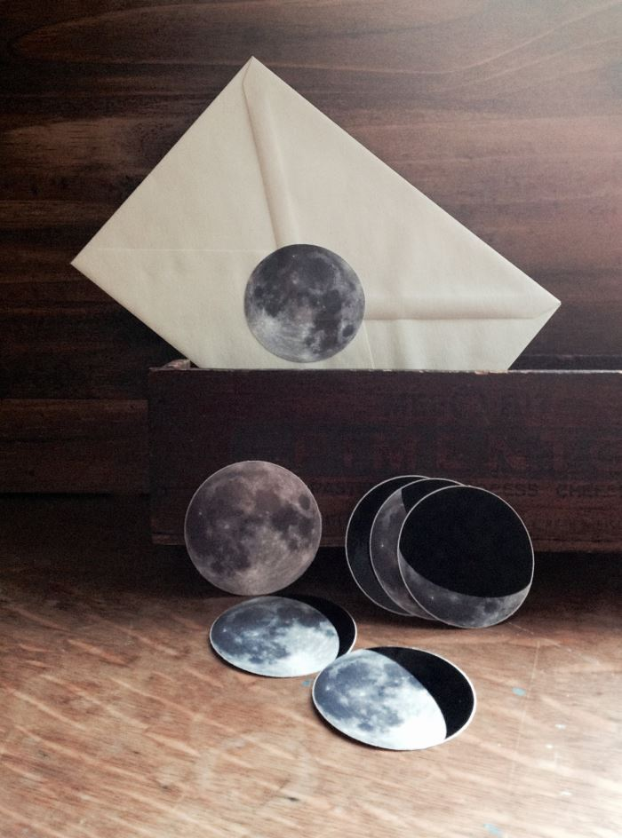 Круглые наклейки для писем с изображением космического пространства от Milk Thistle Island