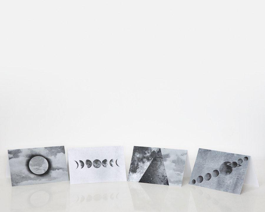 Космическая стилистика карточек в чёрно-белом цвете от Fox + Heart