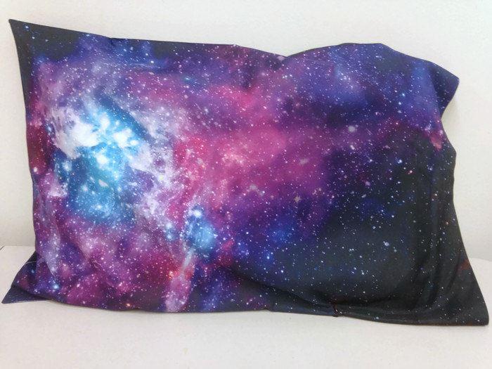 Изображение галактики и космического пространства на обивке подушки т MaMa