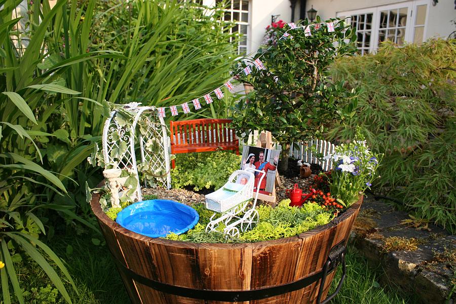 Миниатюрный сад для празднования рождения нового принца Британии