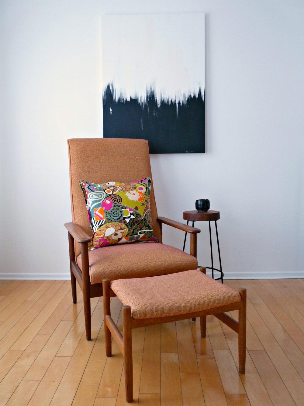 Монохромная картина в абстрактном стиле