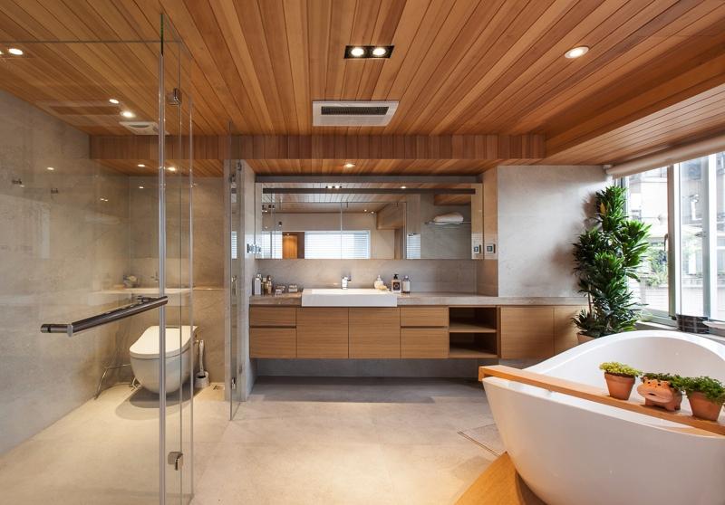 Интерьер роскошной ванной в дереве