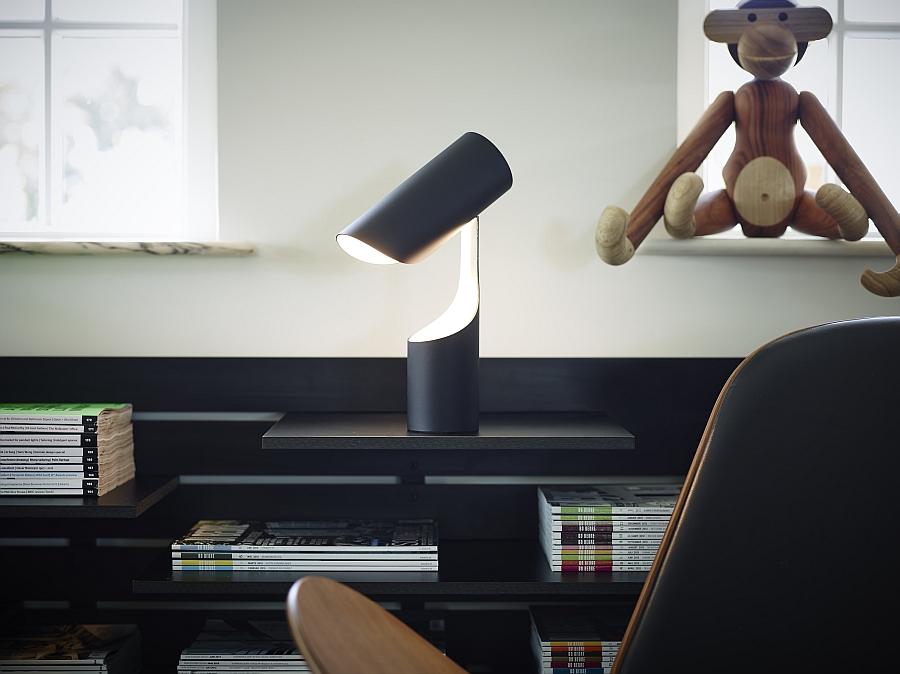 Офисный светильник Mutatio от Le Klint's в кабинете