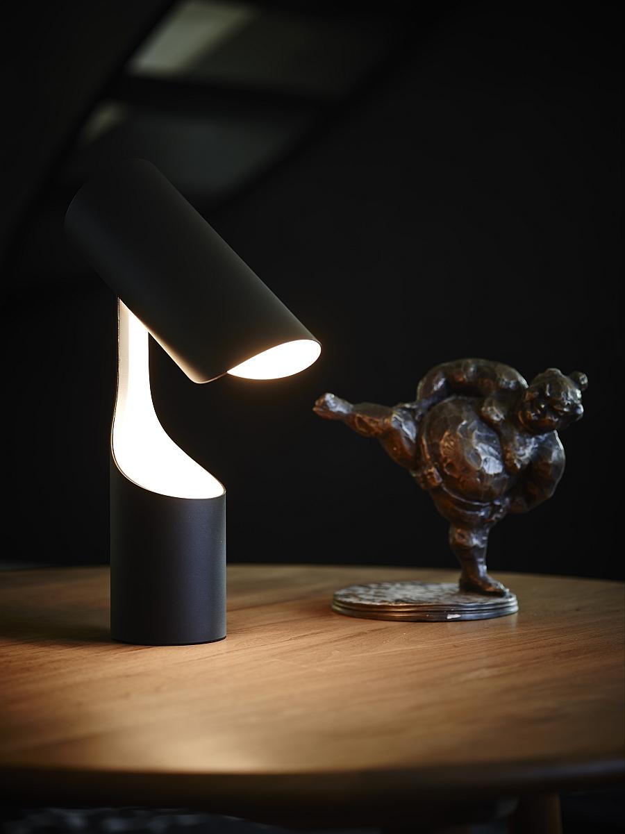 Удивительный светильник Mutatio от Le Klint's в кабинете