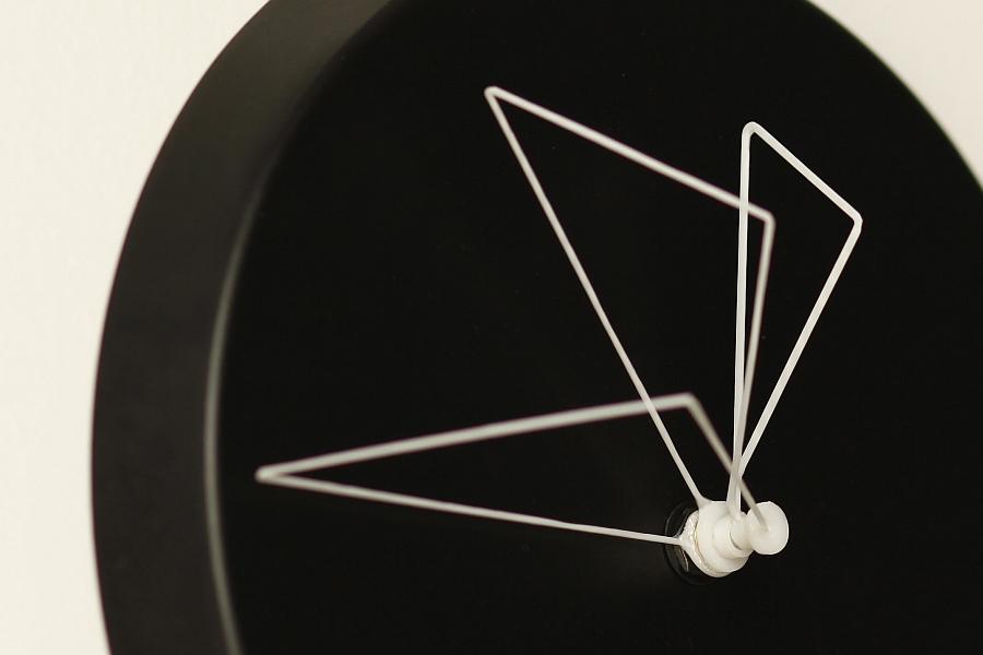Материал стрелок на часах от Studio Ve