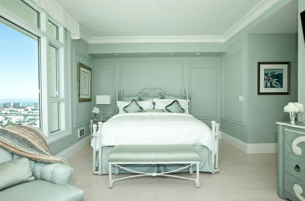 Прекрасный интерьер спальни в мятном цвете