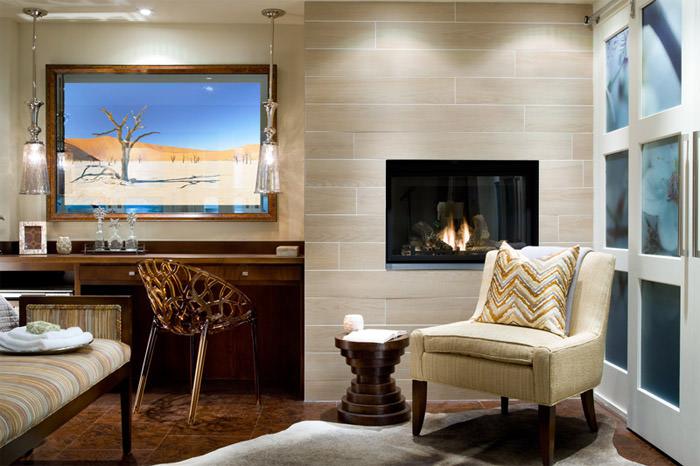 Инновационное зеркало  в стильном интерьере гостиной